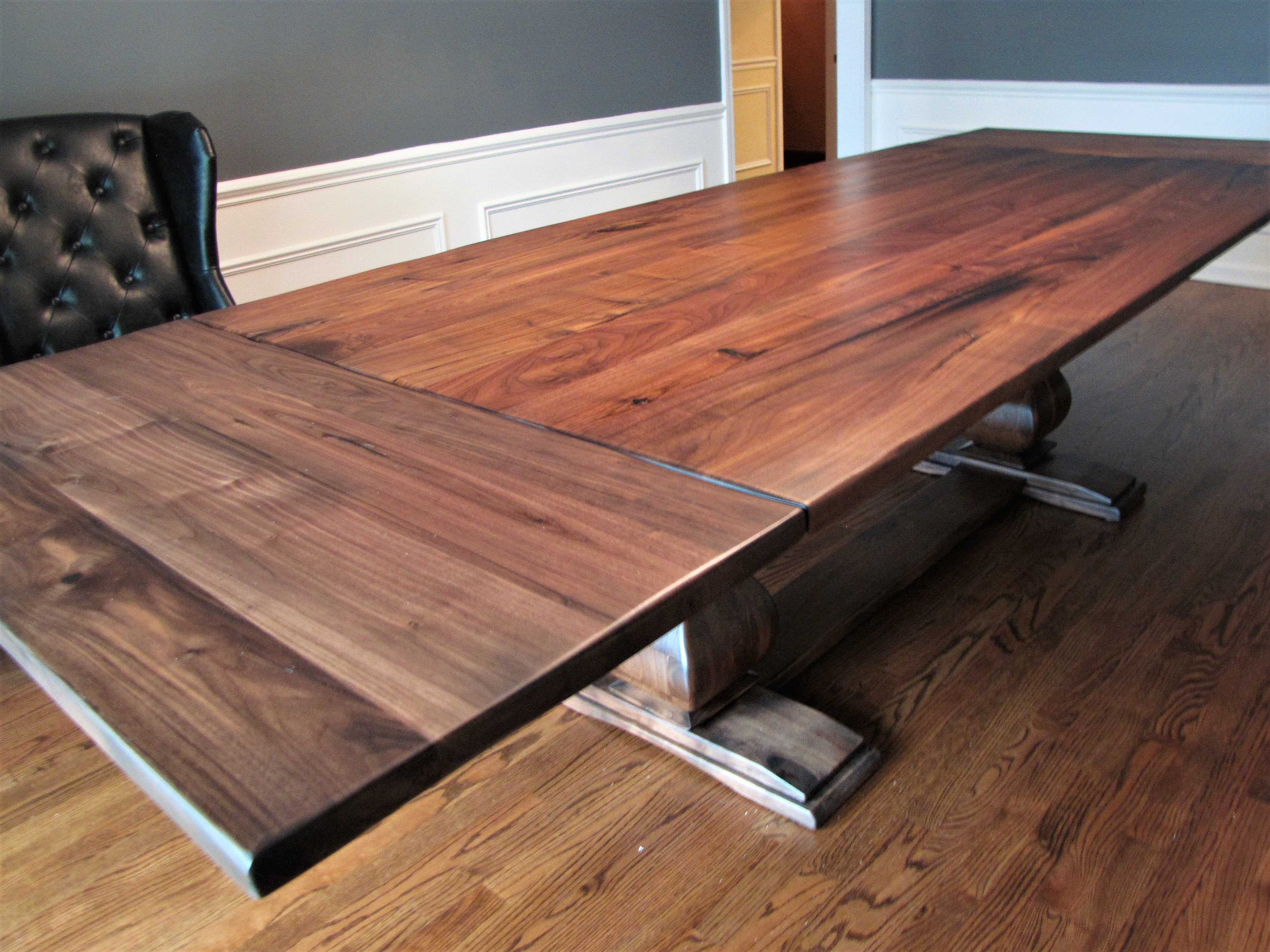 Walnut table with table leaves and belly pedestals